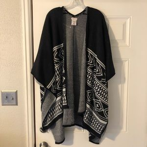Merona Black & White Shawl